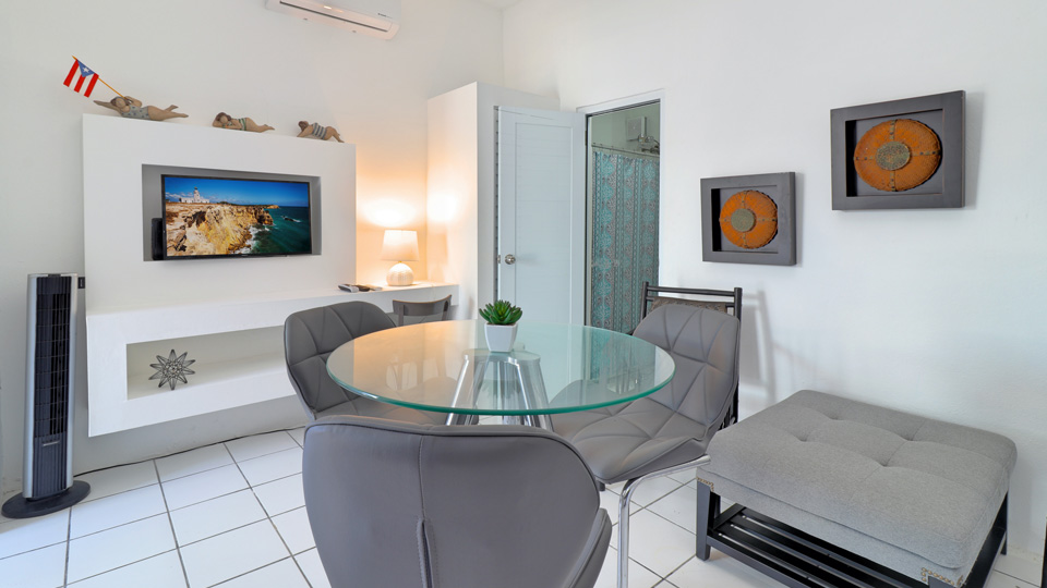 Mini Family Suite with Kitchen